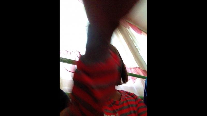 Настя танцует