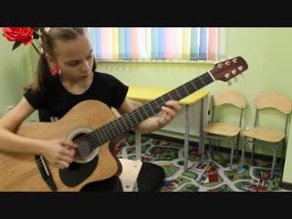 Лида подобрала самостоятельно мелодию из песни А. Герман -Сады