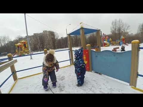 Обнимашки Илюшкины Илюшка на прогулке, зима 2017 часть 2