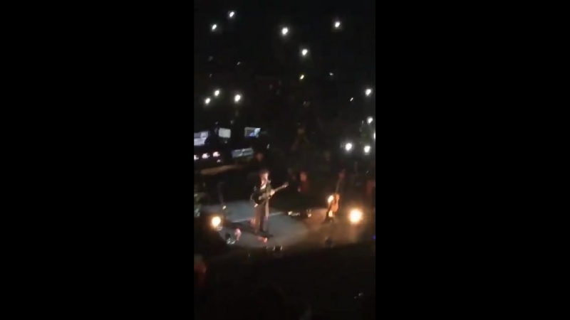 Harry slapping Mitchs butt Santiago Chile May 25