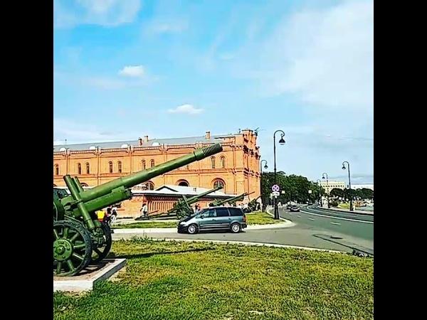 Вертолет над Артиллерийским музеем и Петропавловской крепостью