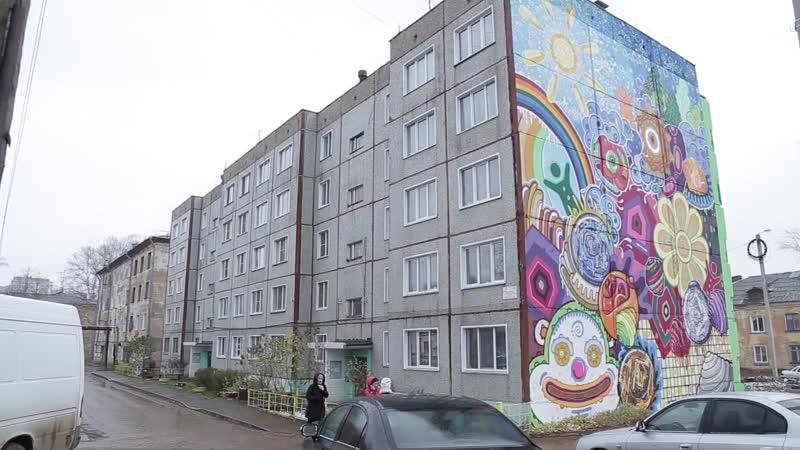 Граффити на фасаде дома на ул. Комсомольской, 99