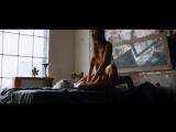 Натали Крилл и Эрика Линдер лесбийская сцена. Ниже ее губ