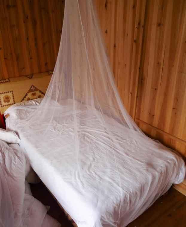 Москитные сетки создают непроницаемый барьер между людьми и москитами.