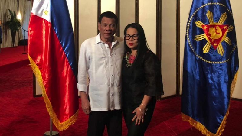 Unang makita at ma-embrace si Pangulong Rodrigo Duterte sa Malakanyang