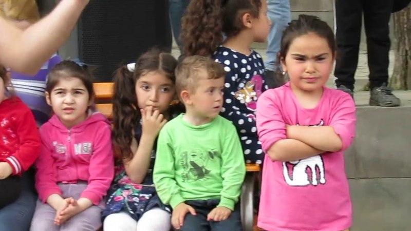 В Арцахе начались праздничные мероприятия. Концерт на улице Степанакерта.