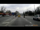 Приветствие мотоциклиста на движущемся байке по Б Хмельницкого