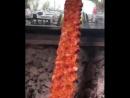 Кебаб под томатным соусом и чесночным йогуртом с баклажанами