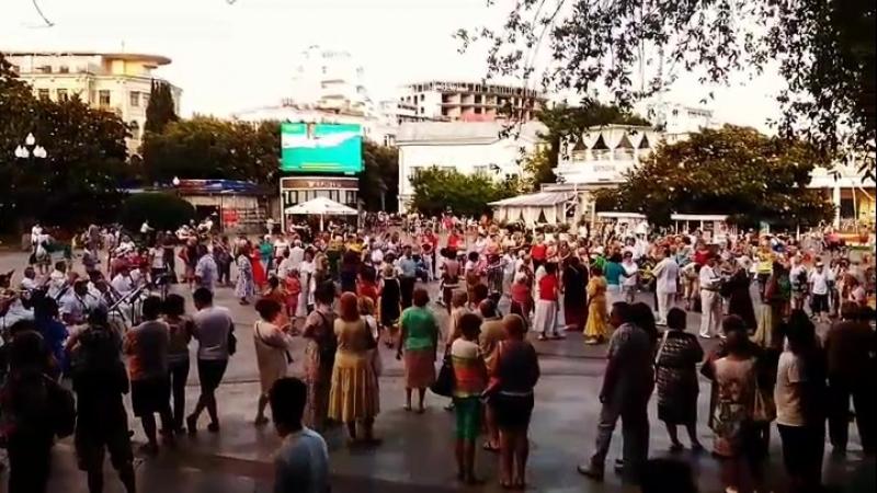 танцуют всех