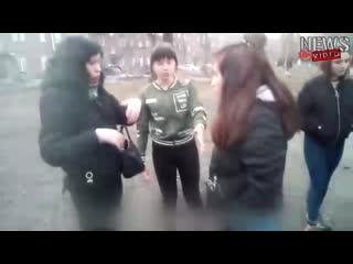 В новокузнецке школьницы избивают девочку