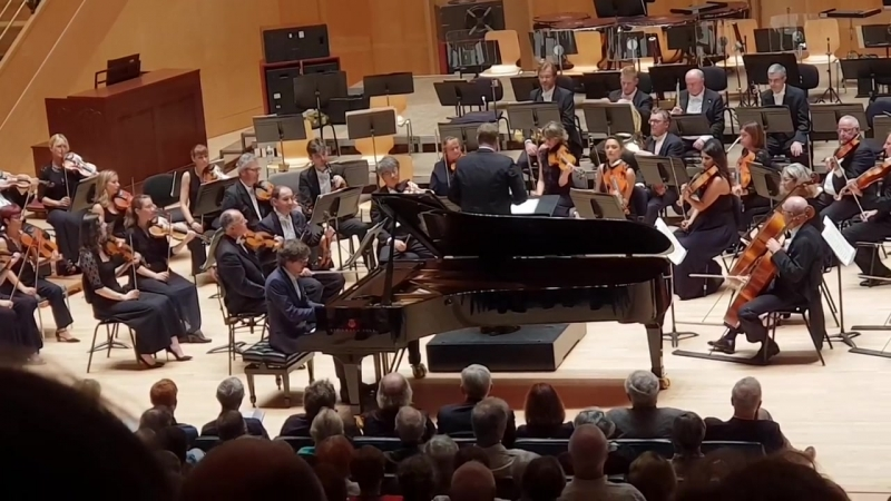 Lucas Debargue joue Mozart à l'Arsenal