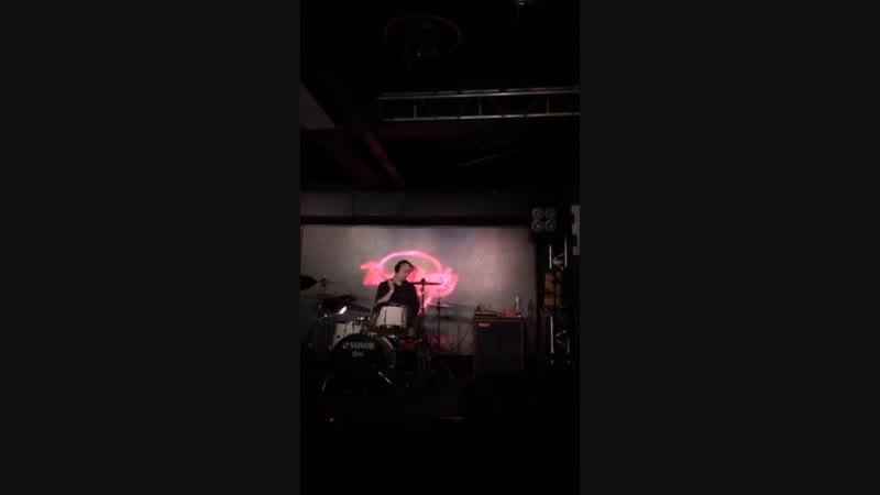 Первое сольное выступление в «Рок-баре»