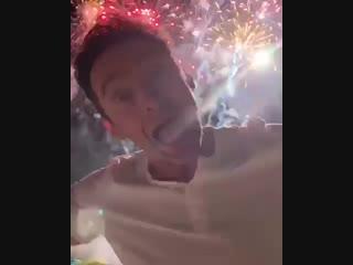 Хью Джекман поздравляет с Новым годом.