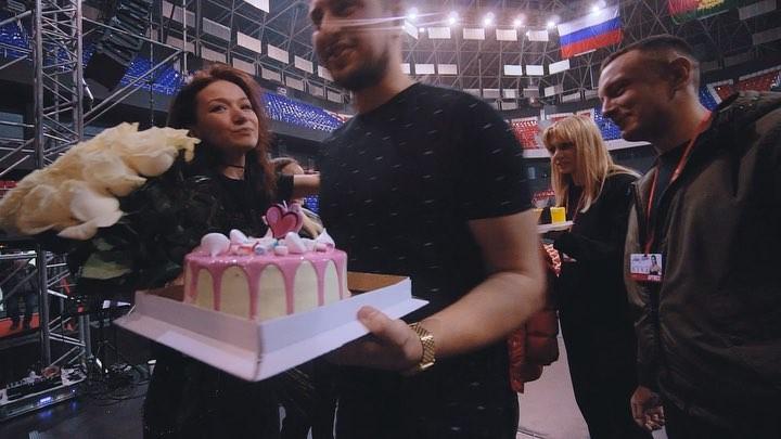 """Sasha Selivanova on Instagram: """"«Мы рождены, чтобы прожить свою жизнь на сцене!» и я бесконечно благодарна своей команде за то, что мой день прошел..."""