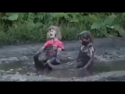 Дети и лужи