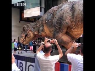 Гигантский аниматронный динозавр 🦕