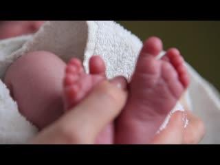 Видео с домашней ньюборн фотосессии Полины (фрагмент)