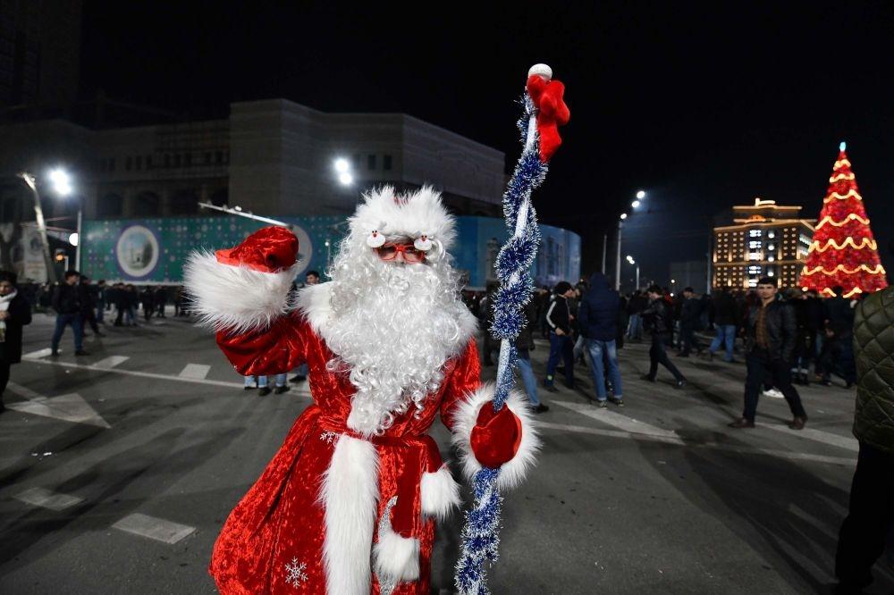 Салют, концерт, народные гулянья:  как отмечали новогоднюю ночь в Душанбе