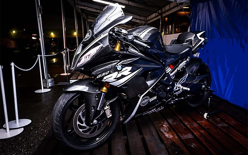 Первые фото BMW G310RR Supersport?!