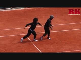 Les twins performance on tennis stadium at paris 2016