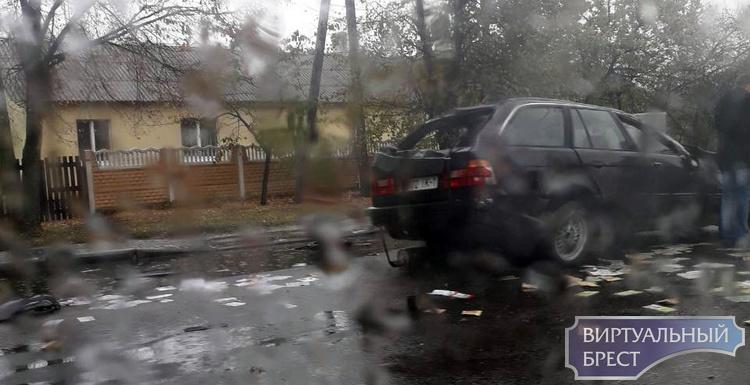 На Фортечной автомобиль БМВ два раза перевернулся - водитель не справился с управлением