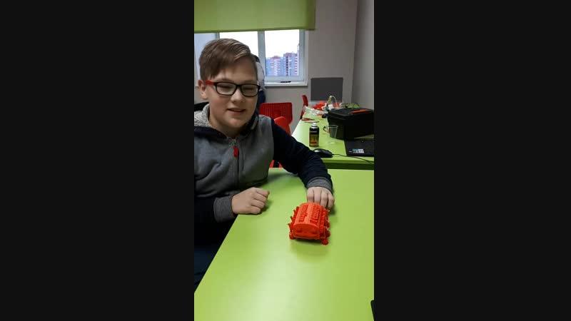 Знакомьтесь!! Это Иван- первый человек в городе, который распечатал на 3д принтере собственного робота) Знакомьтесь!! Э