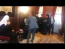 Охранник Патриарха Кирилла указал, из какого бокала ему пить Остальные гости после этого от напитков отказались