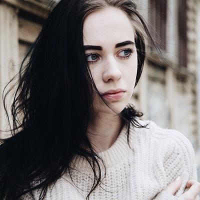 Анна Астер