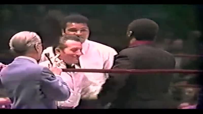 Али Фрейзер и Джордж Форман и Мухаммед Али на ринге