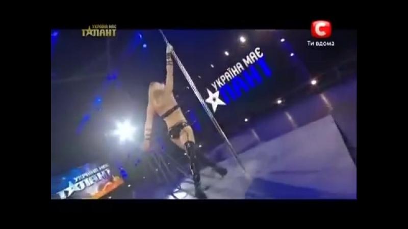 O Melhor Pole Dancer do mundo - Loira da Ucrânia da um verdadeiro show no Go.mp4