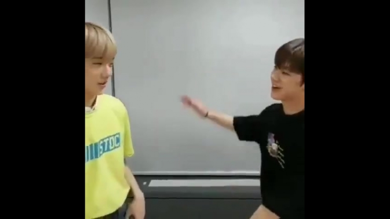 Ten really did a dab when Jisung was trying to (scissor) high five him ㅋㅋㅋ
