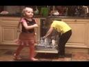 New!Лиза и Гарри Галкины помогают мыть посуду и пекут куличики из снега