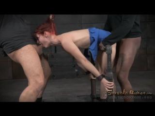 Два мужика трахают прикованную violet monroe бондаж,bdsm,бдсм