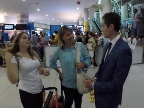 Жена и дочь летчика Константина Ярошенко прилетели в США на первое свидание за 8 лет - Вести 24