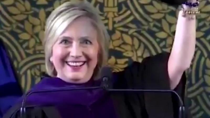 Клинтон одела шапку ушанку и сказала, что хочет присоединиться