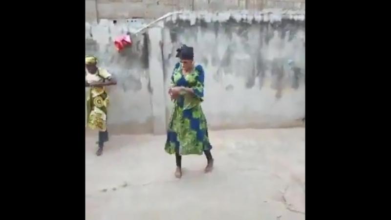 Танцуют африканки