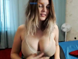Русская девушка мастурбирует в скайпе, секс пати в бассейне
