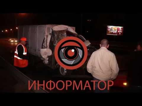 В Киеве на Южном мосту Газель с хлебом влетела в стоящий грузовик