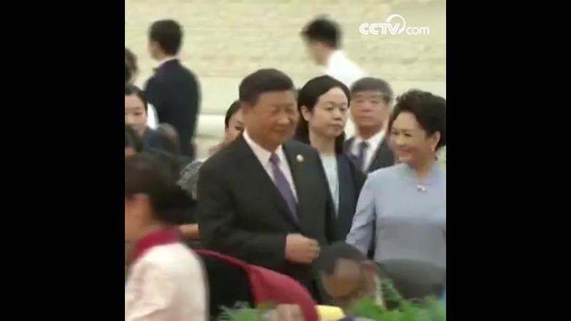 Си Цзиньпин устроил банкет для участвующих в саммите Форума по китайско-африканскому сотрудничеству лидеров
