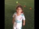 Малыш в футболке Реала уничтожил соперников