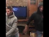 Джеи танцуют в трейлере (из Инстаграма Джареда)