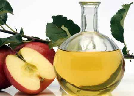 Яблочный уксус является естественным решением для запаха ног
