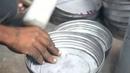 Как в Индии изготавливают металлические ведра