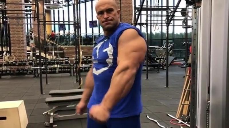 Всем доброе утро Может начать выходной день с хорошей тренировки?💪😊 bodybuilding alexfedorov fitness trening тренировка
