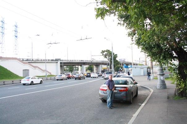 Дальше под виадуг, на трамвай. Мосты здесь не выдающиеся, но не лишённые эстетики полностью.