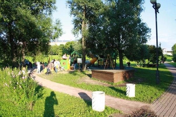Парк ещё предстоит благоустроить в 2018 году, видимо, все малые архитектурные формы обновят, обновят дорожки, детские площадки и газон.  https://www.mos.ru/news/item/37232073/