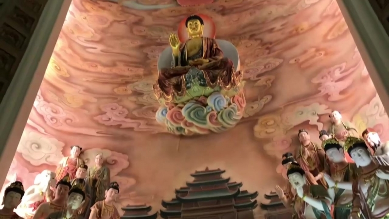 Интерьер буддийского храма в Дунь Хуа Китай