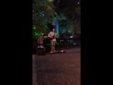 Хиты Пинк Флойд в исполнении уличного музыканта.mp4