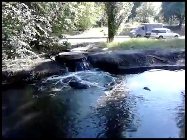 Зловонная река на Землячки