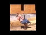 Пародия на Майли Сайрус - мужик на крюке строительного крана